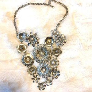 Guess statement necklace